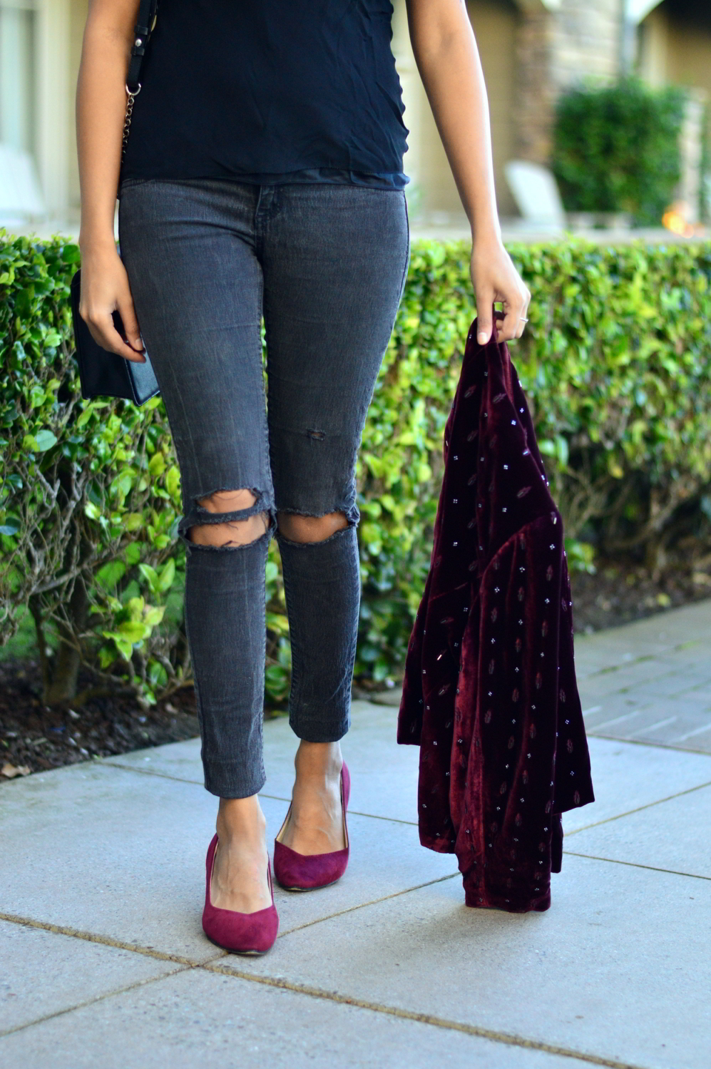 velvet-embellished-blazer-holiday-party-style-burgundy-black-blogger-outfit 9