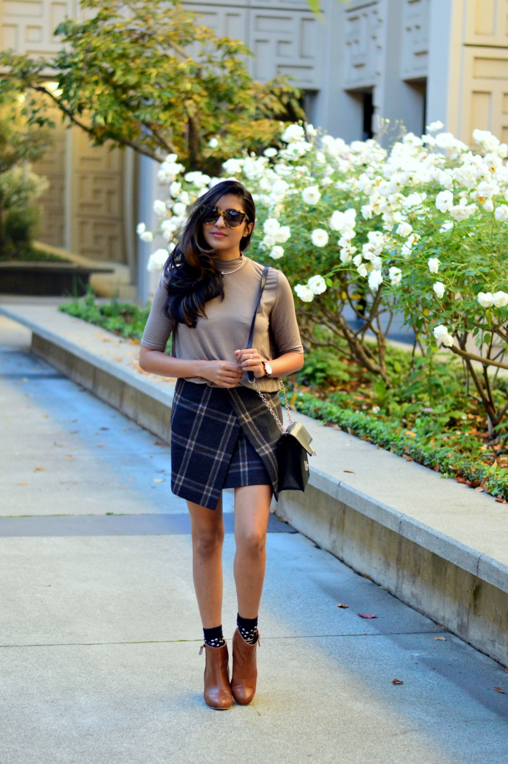 fall-winter-plaid-skirt-turtleneck-style-blogger-outfit-neutrals 5