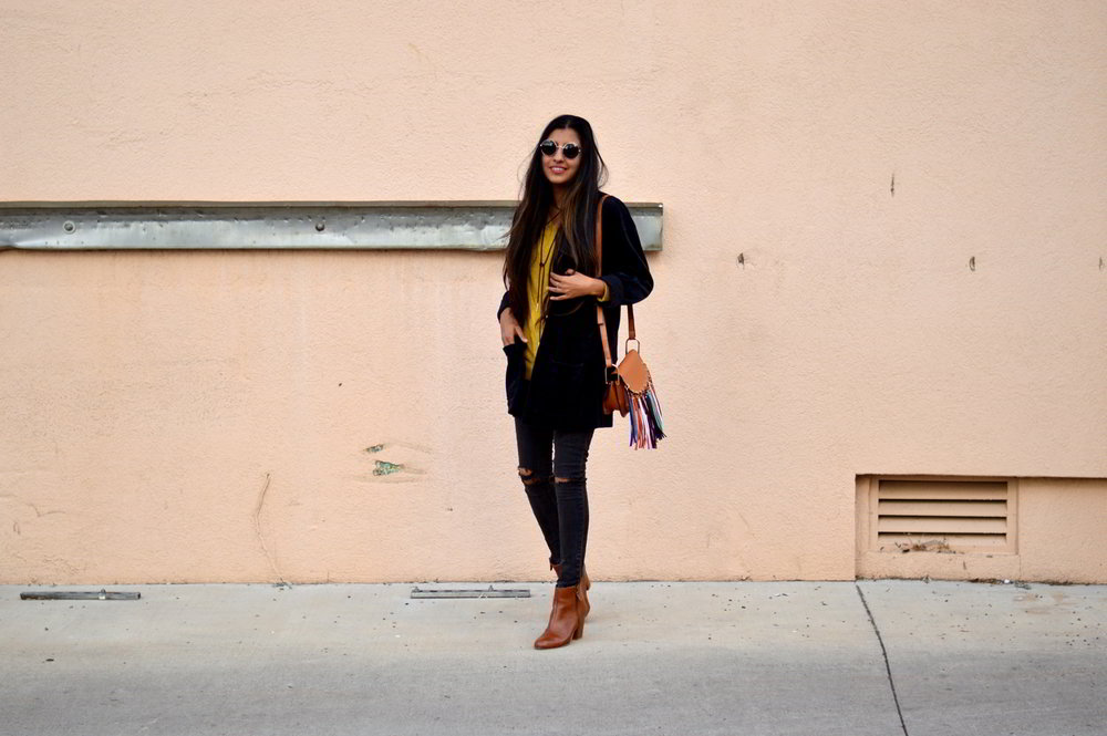 velvet-oversized-cardigan-fall-style-colorado-travel-blogger-outfit 1