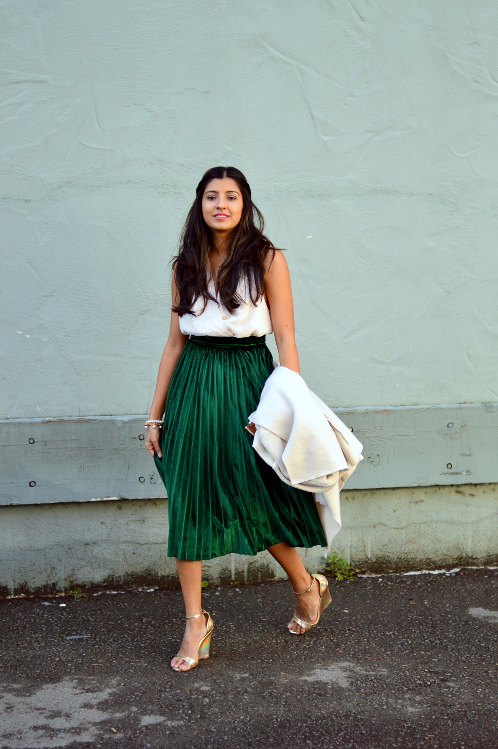 velvet-pleats-midi-skirt-daytime-sequins-party-outfit-blogger 4