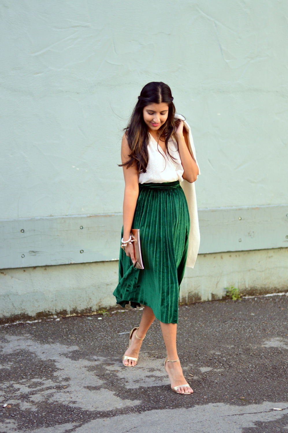 velvet-pleats-midi-skirt-daytime-sequins-party-outfit-blogger-winter-style 7