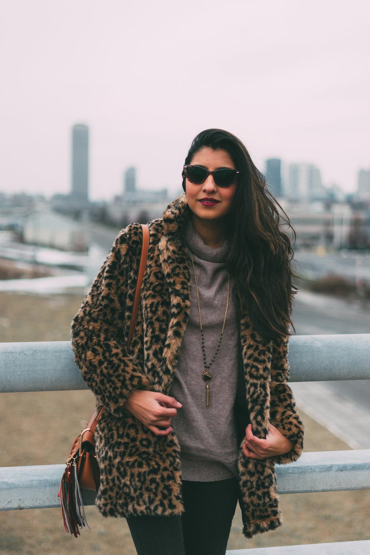 leopard-faux-fur-coat-velvet-boots-winter-style-blogger-outfit 7