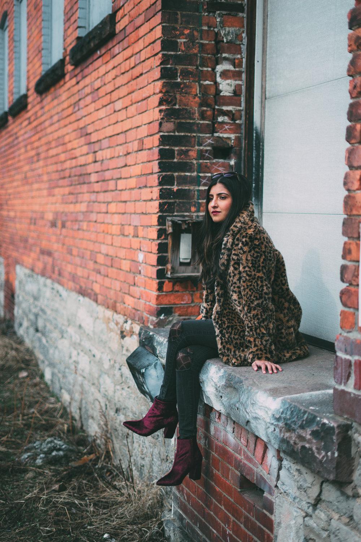 leopard-faux-fur-coat-velvet-boots-winter-style-blogger-outfit 8