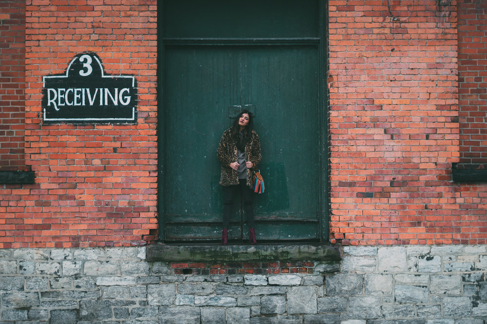 leopard-faux-fur-coat-velvet-boots-winter-style-blogger-outfit 12