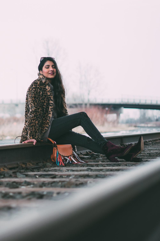leopard-faux-fur-coat-velvet-boots-winter-style-blogger-outfit 13