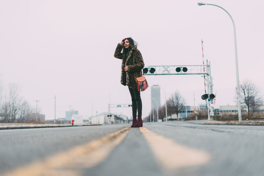 leopard-faux-fur-coat-velvet-boots-winter-style-blogger-outfit 17