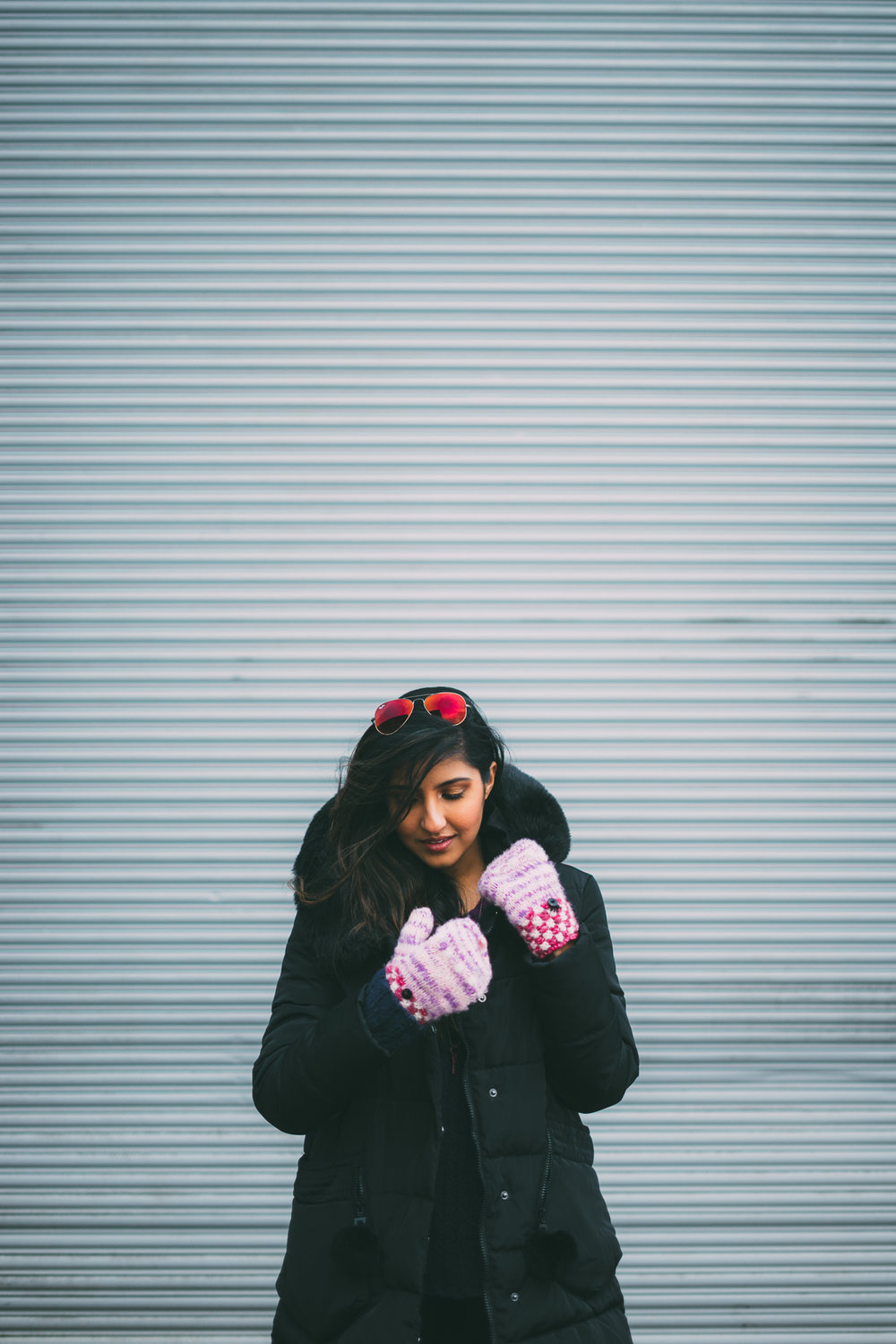 puffer-jacket-velvet-mittens-blogger-outfit-winter-snow-day-style 2