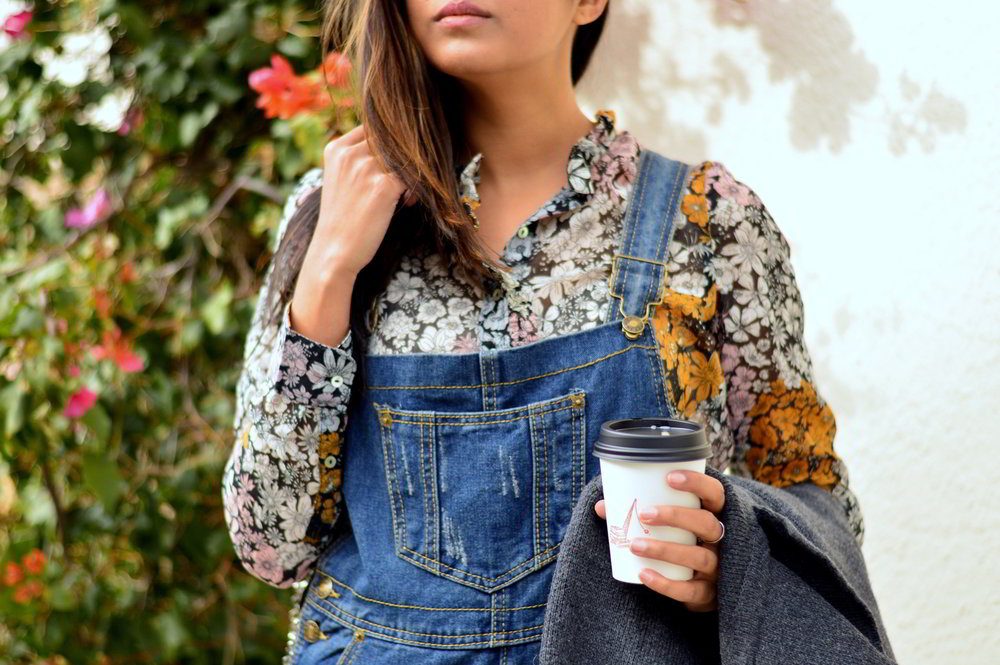boyfriend-overalls-floral-blouse-spring-style-blogger-outfit 12