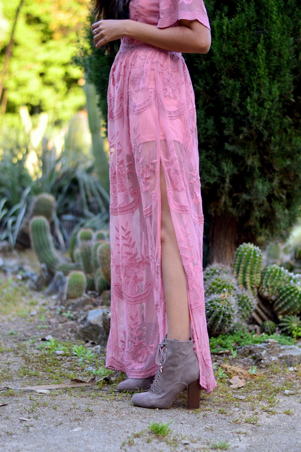 pink-lace-maxi-romper-boho-festival-fashion-bohemian-style-desert-blogger-outfit 9