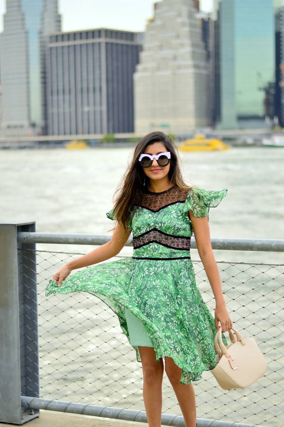 green-leaf-print-summer-sundress-brooklyn-bridge-nyc-blogger-outfit 2