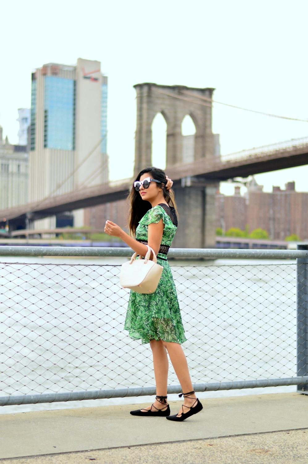 green-leaf-print-summer-sundress-brooklyn-bridge-nyc-blogger-style 3