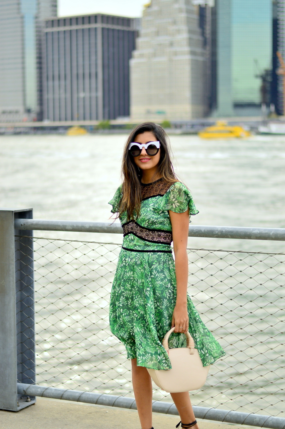 green-leaf-print-summer-sundress-brooklyn-bridge-nyc-blogger-outfit 5