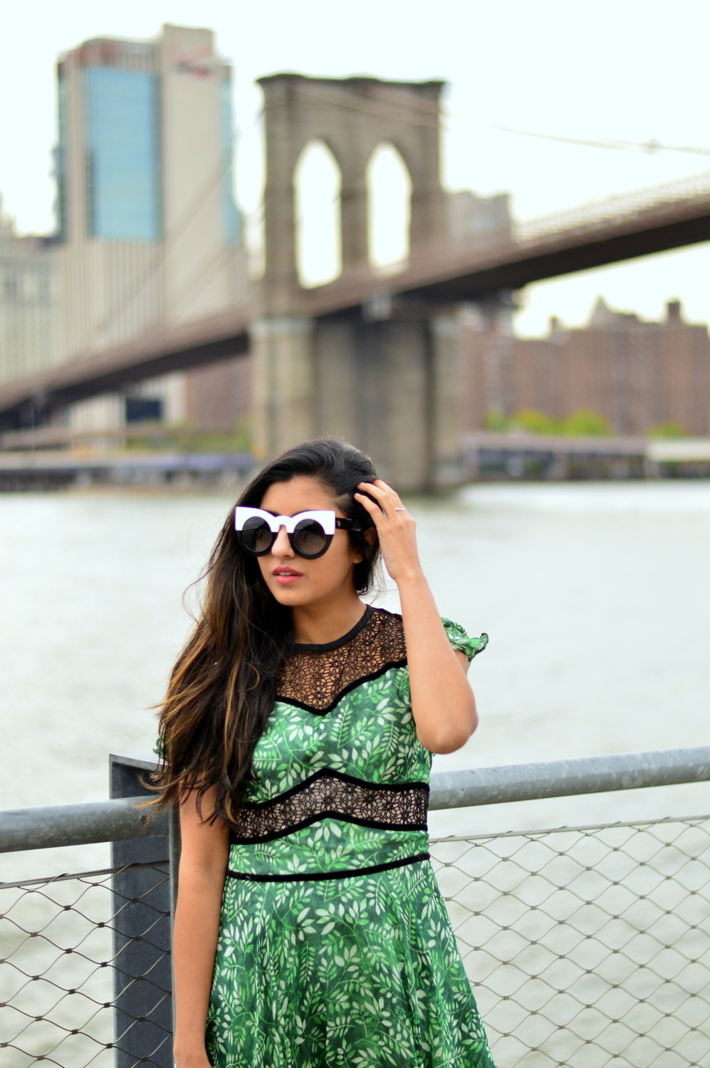 green-leaf-print-summer-sundress-brooklyn-bridge-nyc-blogger-outfit 6