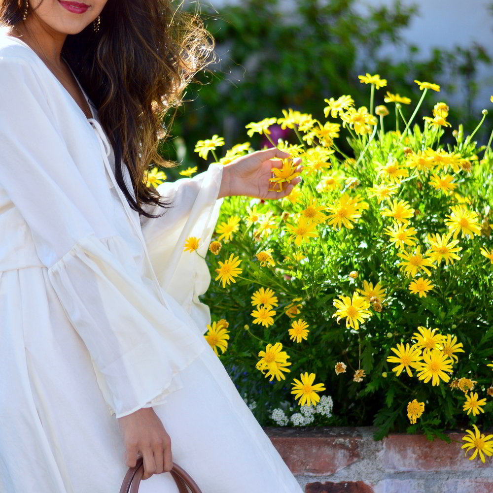 bell-sleeves-white-summer-style-blogger-outfit-dress-floral-bag 4
