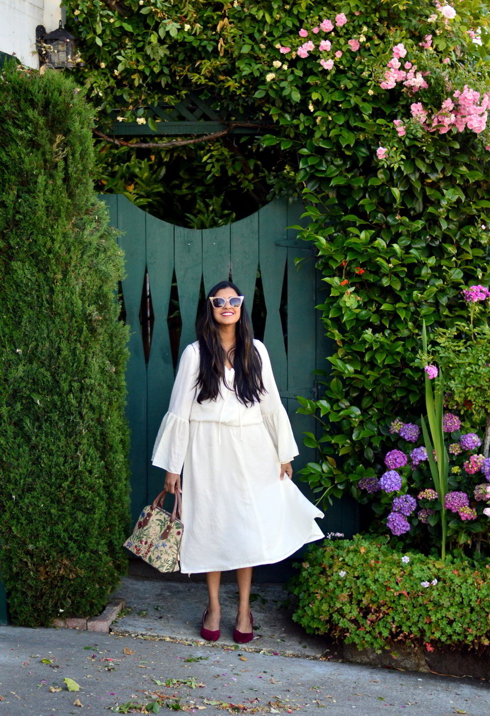 bell-sleeves-white-summer-style-blogger-outfit-dress-floral-bag 5