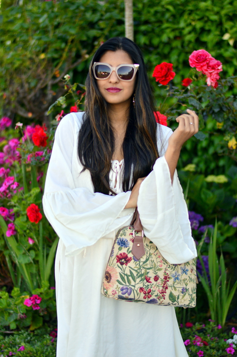 bell-sleeves-white-summer-style-blogger-outfit-dress-floral-bag 8