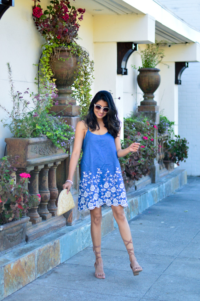 embroidered-denim-dress-scallop-hem-summer-style-blogger-outfit 1