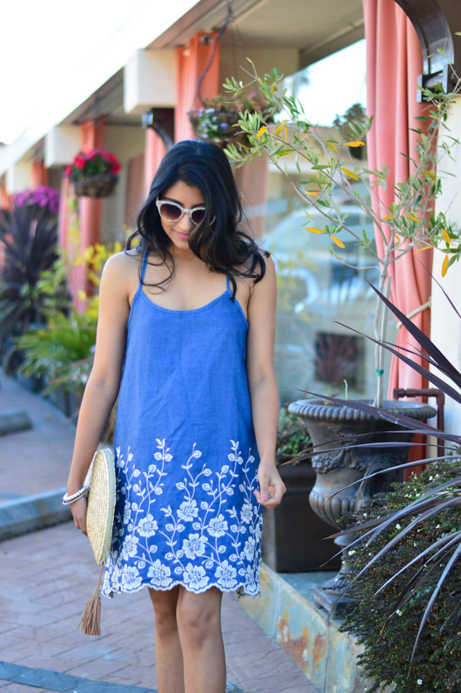 embroidered-denim-dress-scallop-hem-summer-style-blogger-outfit-florals 6