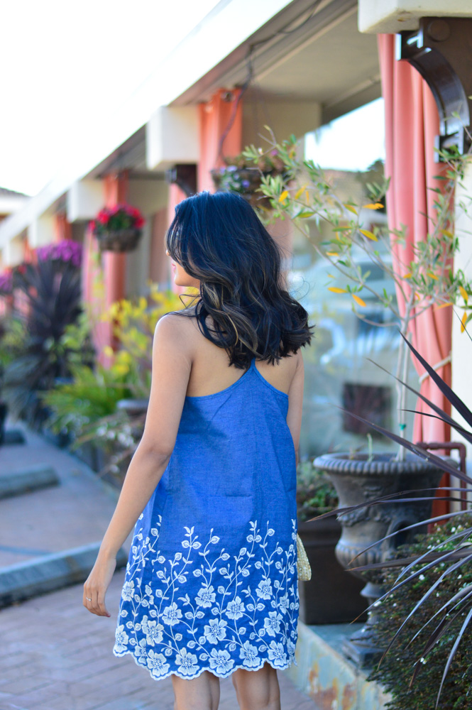 embroidered-denim-dress-scallop-hem-summer-style-blogger-outfit 7