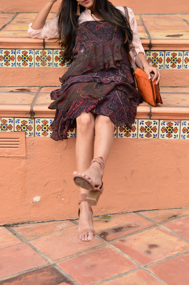 ruffles-paisley-print-summer-dress-neutrals-blogger-outfit 4