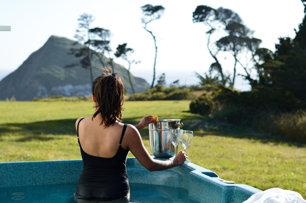 mendocino-little-river-inn-hot-tub-champagne-vacation-style 6