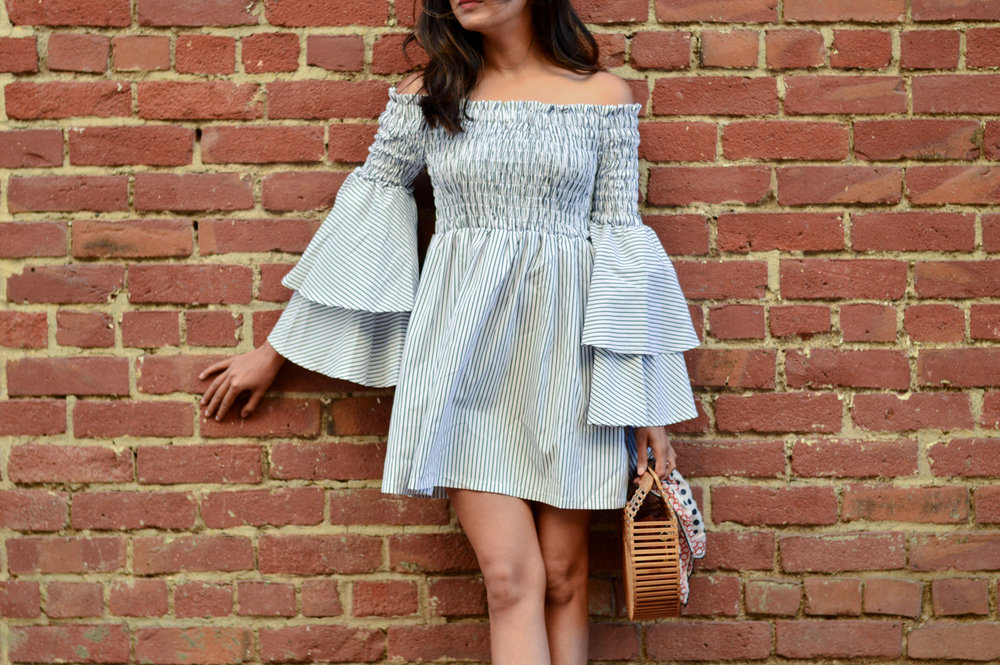 bell-sleeves-ruffles-stripes-dress-black-and-white-summer-style-fashion-blogger 4
