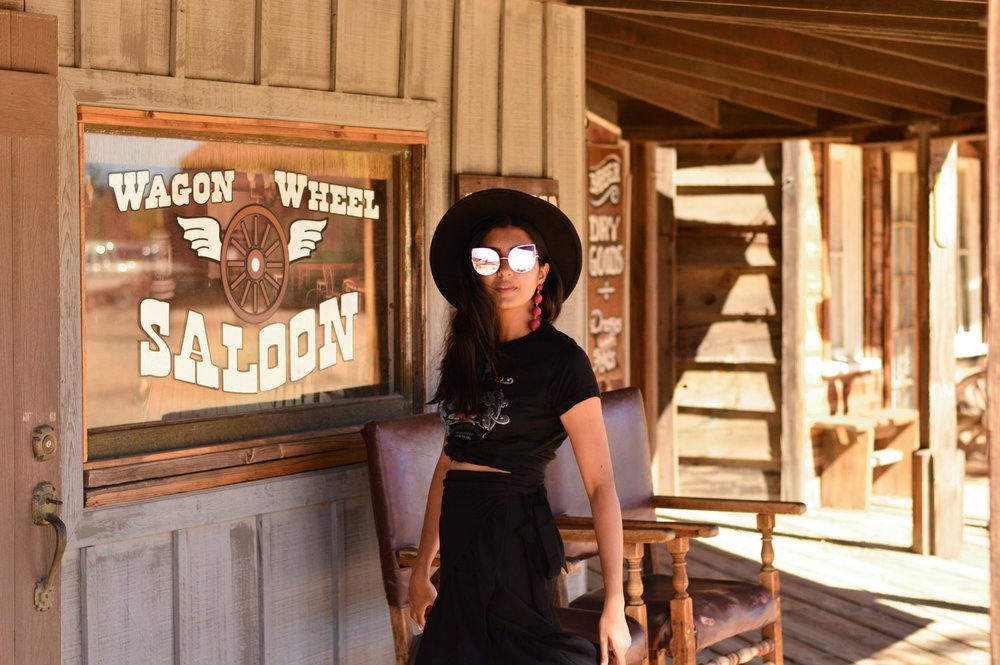 western-vibes-pioneertown-california-band-tee-ruffles-blogger-outfit 2