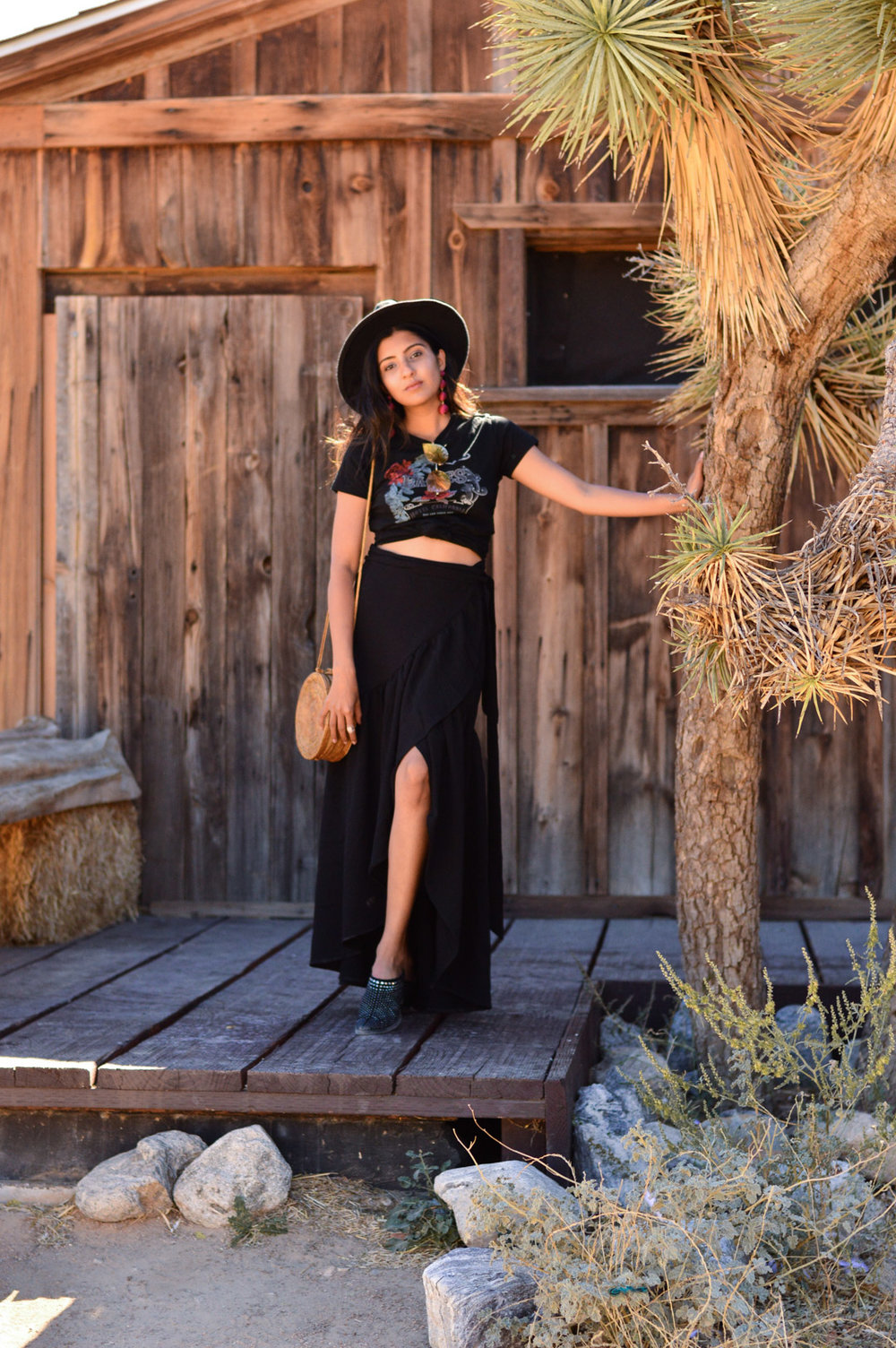 western-vibes-pioneertown-california-band-tee-ruffled-maxi-skirt 7