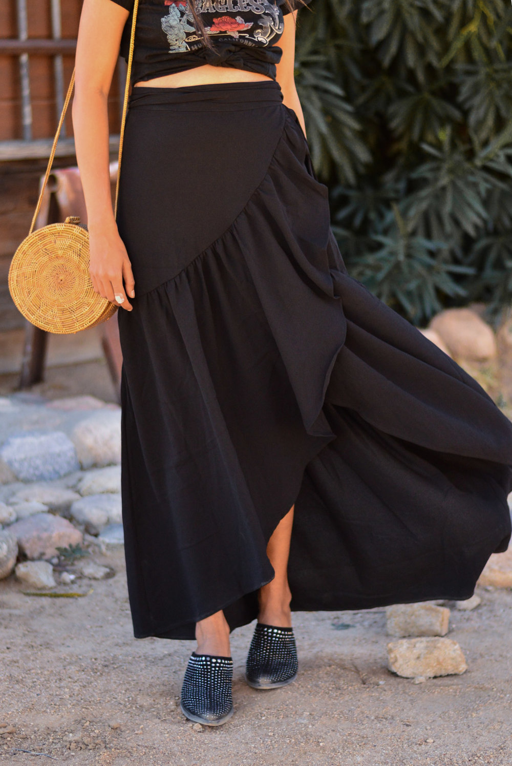 western-vibes-pioneertown-california-fall-style-ruffled-maxi-skirt 7
