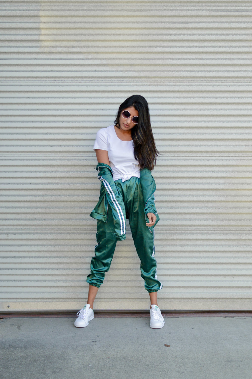 tracksuit-satin-green-sporty-chic-black-friday-shopping 1