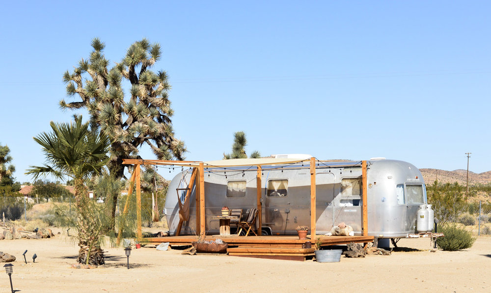 joshua-tree-experience-california-airstream-airbnb-accommodations 7