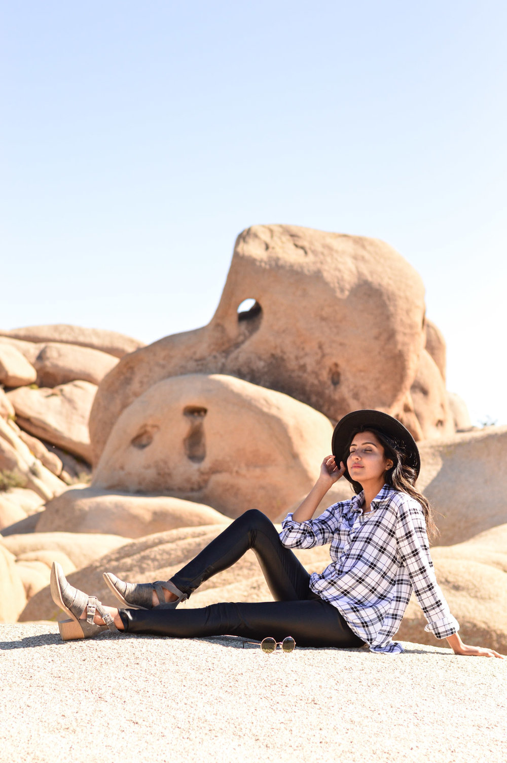 joshua-tree-national-park-california-travel-plaid-blogger-outfit 23