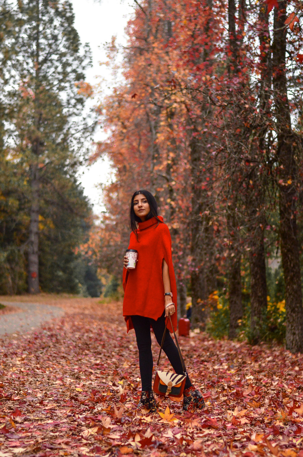 red-cape-sweater-fall-fashion-apple-hill-california-travel 10