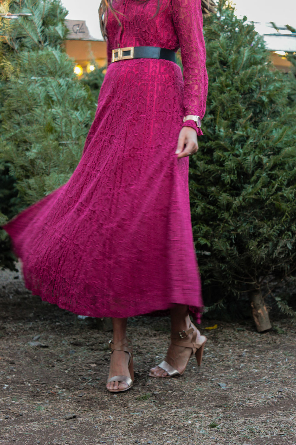 christmas-tree-farm-maxi-dress-blogger-outfit 8