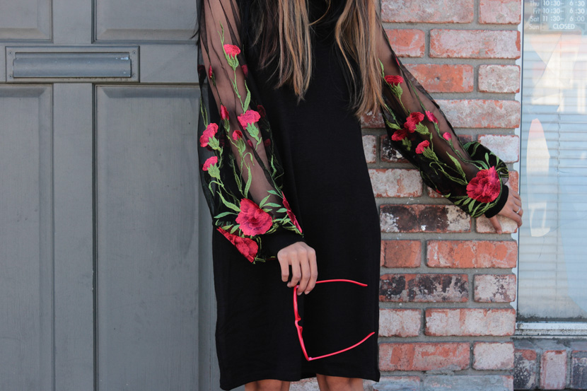 embroidered-sheer-sleeves-turtleneck-dress-blogger-outfit 4