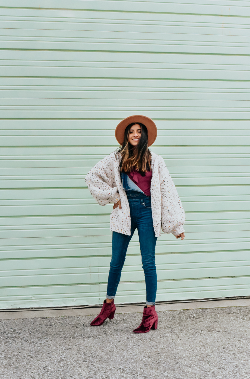 outfit-spring-cardigan-overalls-blogger 3