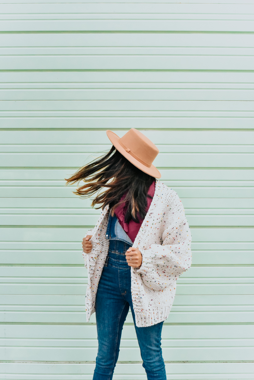statement-sleeves-cardigan-overalls-blogger 4