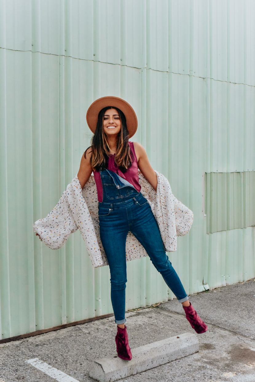 statement-sleeves-cardigan-overalls-blogger 6