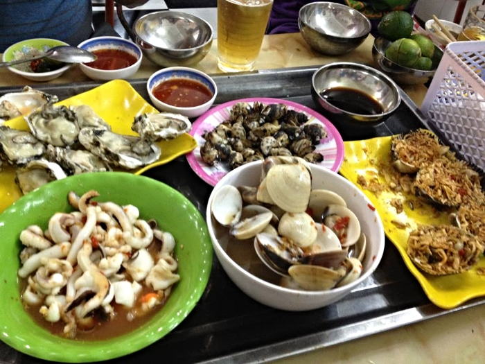HANOI, VIETNAM: SEAFOOD DINNER