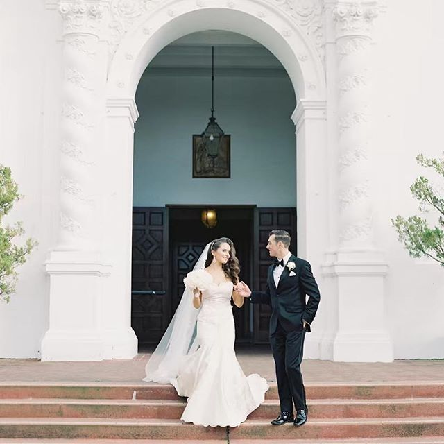 living for the sneak peeks of s+c's wedding day up on @esmeraldafranco_  stories ✨ can't wait to see them all! design + planning @linenandlilac  photography @esmeraldafranco_  videography @shutterandsound  flowers @hawthornflowerstudio  hair @girl_with_a_curlingiron  makeup @beautybyallienicole_  venue + catering @claremonthotel  music @hipservice  linens @latavolalinen  lighting @psavglobal  ceremony music amethyst trio rentals @revivalrentals  dress @laceandbustle . . . . . . . . . . . . . . . . . .  #flashesofdelight #eastbaybride #fairmontmoments #fairmontweddings #claremontclubandspa #claremontwedding #eastbayweddingplanner #ohwowyes #liveauthentic #livethelittlethings #communityovercompetition #lessworkmorelife #lamorinda #moraga #lafayette #thatsdarling #thehappynow #laceandbustle