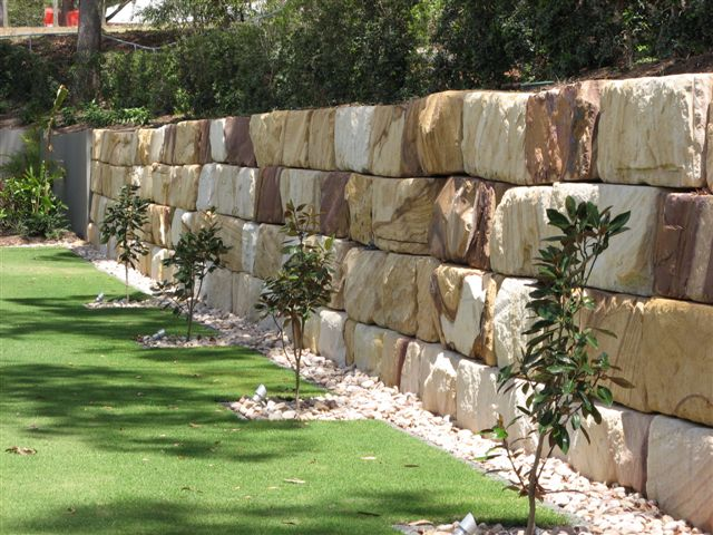 Gosford Retaining Wall Blocks.5.JPG