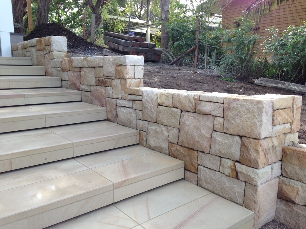 Sandstone wall tiles sandstone rocks boulders for sale for Split wall