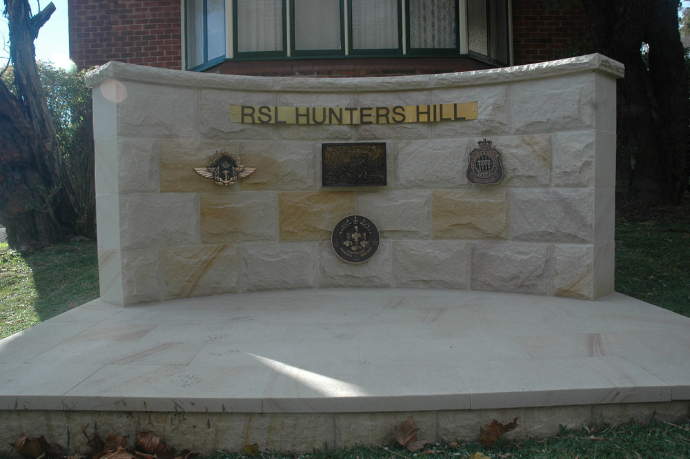 White range rockfaced walling curved memorial RSL Hunters hill -Artistry in sandstone.JPG