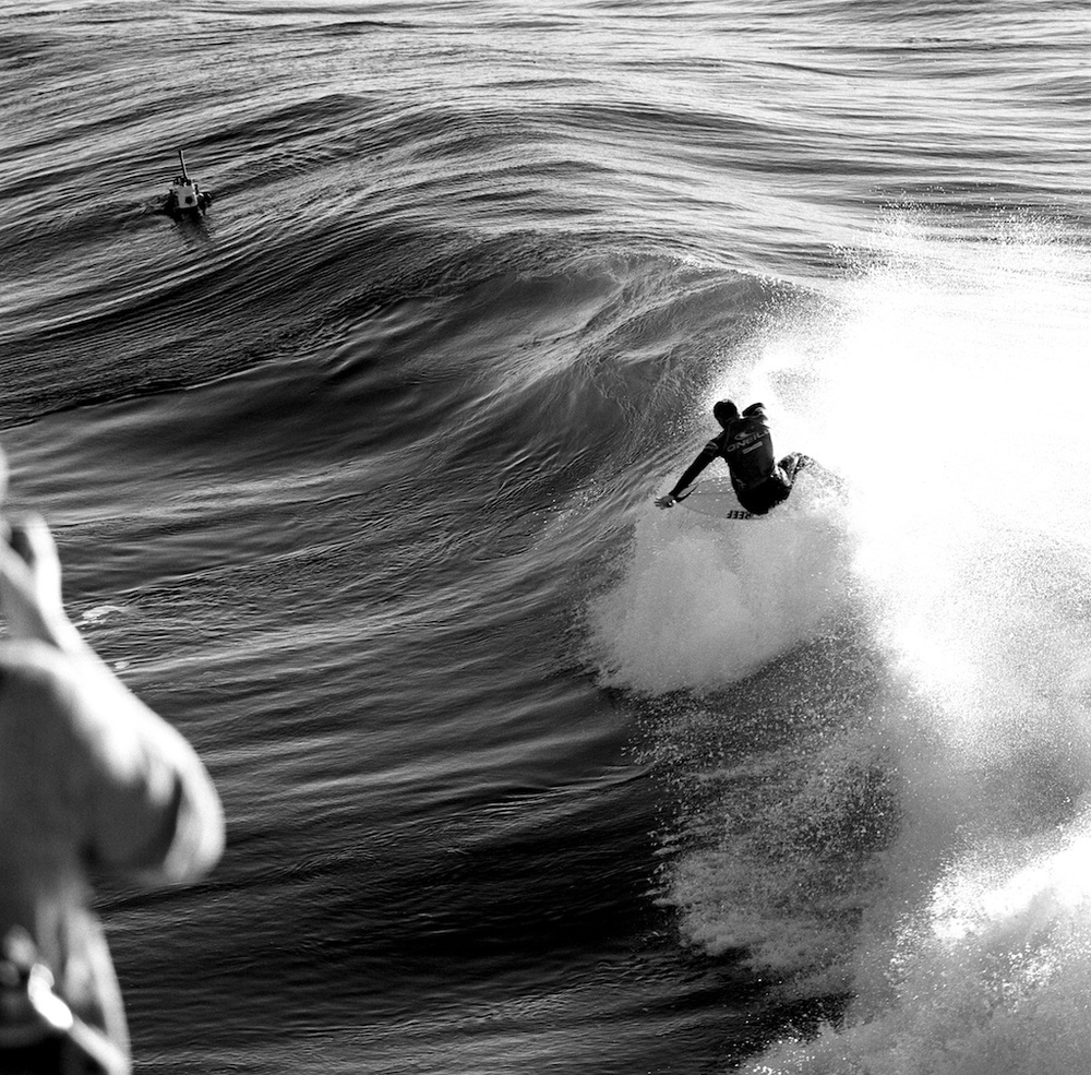 [#030608] Mick Fanning under the spotlight, Santa Cruz, USA, 2012