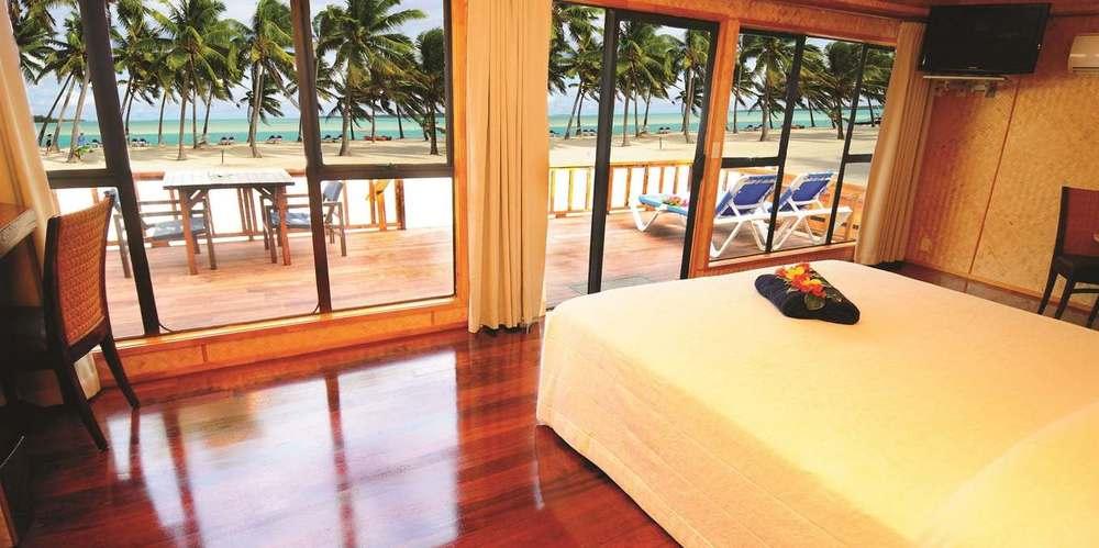 48_alr_premium-beachfront-bungalow_view.jpg.1360x678_default.jpg