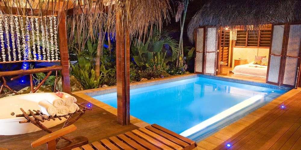 alr-villa-poolnight.jpg.1360x678_default.jpg