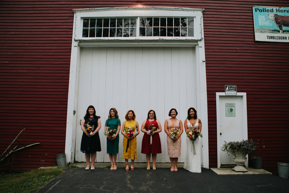 bridal-party-at-tumbledown-farms