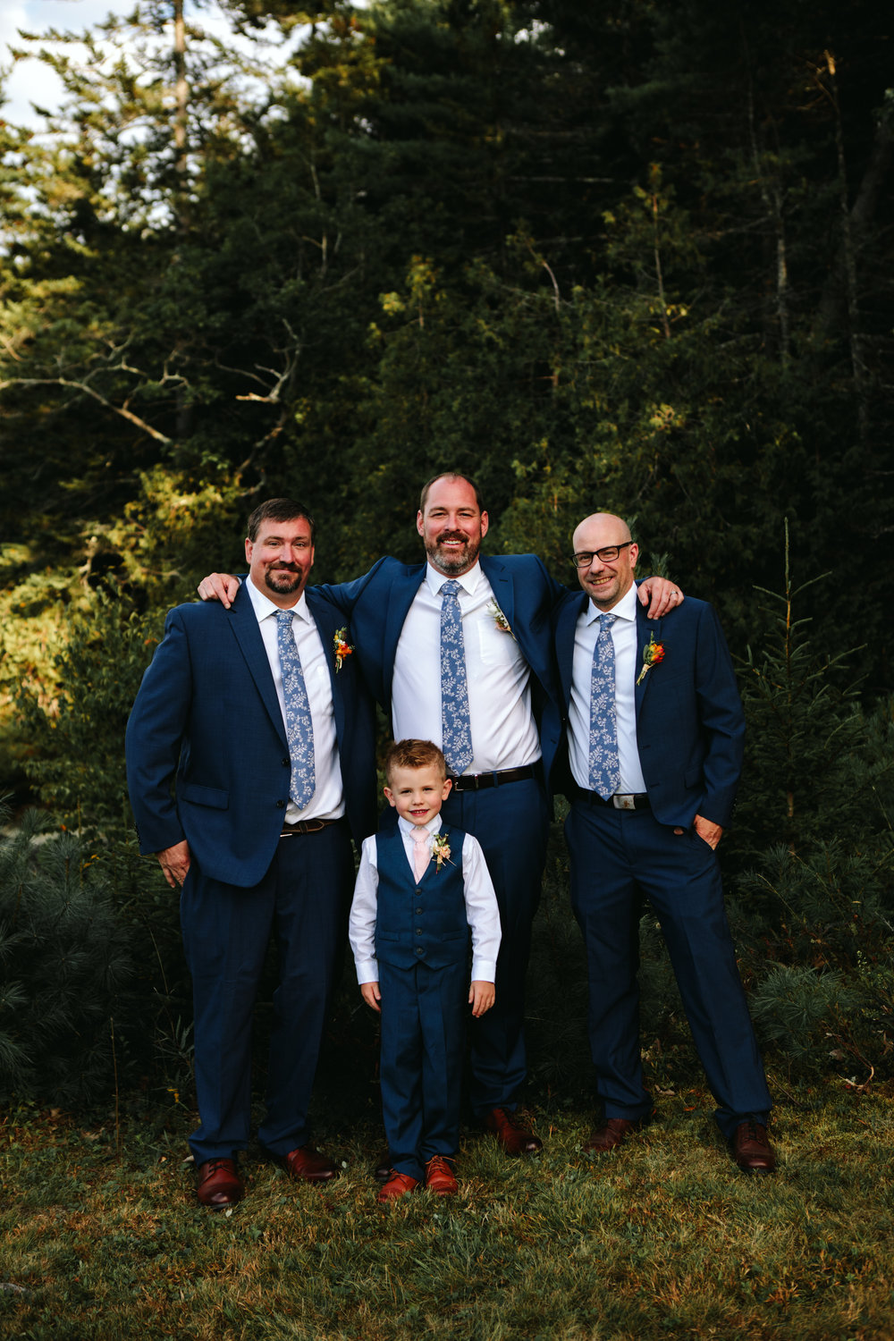 modern-maine-wedding-party-portraits