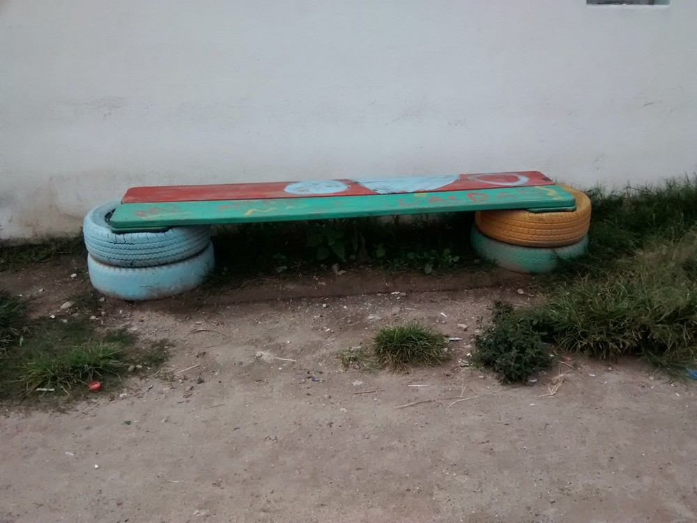 Got extra wood and some old tires, you've got everything you need for a comfy bench.
