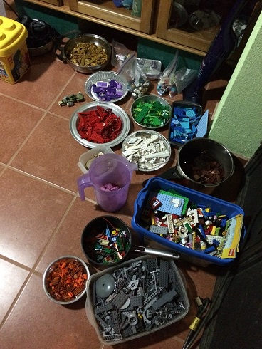 When we arrived in Costa Rica, we had a full medium-sized blue Lego container (right middle), a full small-sized yellow Lego container (left top) and a large clear plastic container (not shown). Madness!